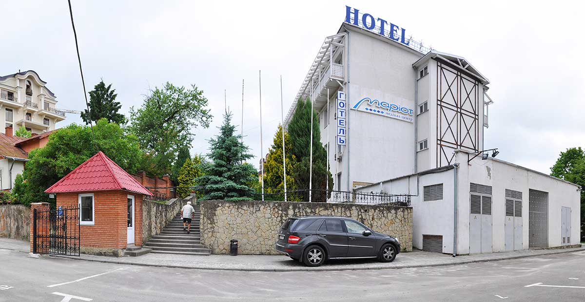 Отель Мариот - автостоянка