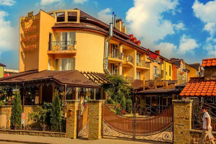 Готель Дворик Лева, Трускавець - Ціни | Фото | Відгуки | Бронювання онлайн