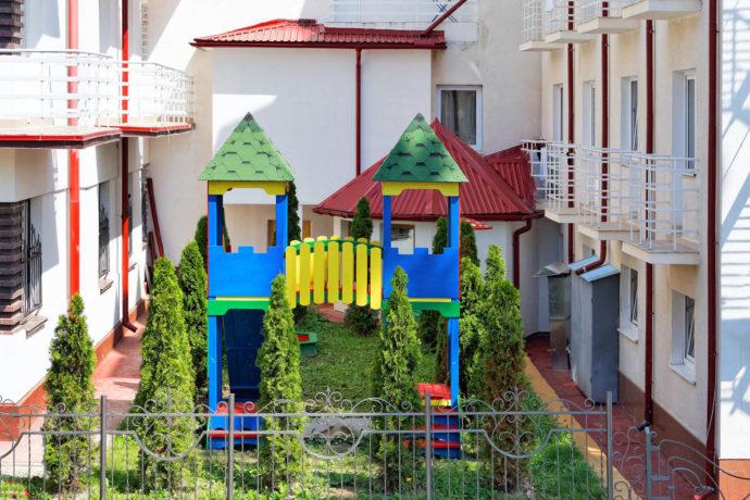 Санаторій Віктор - дитячий майданчик