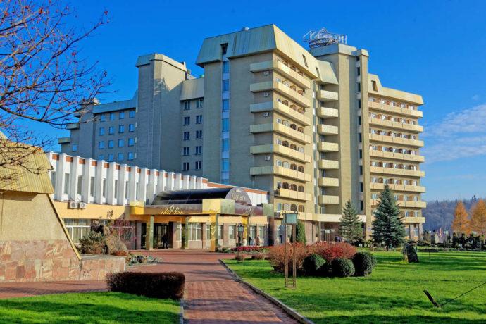Санаторій Карпати, Трускавець - головний вхід