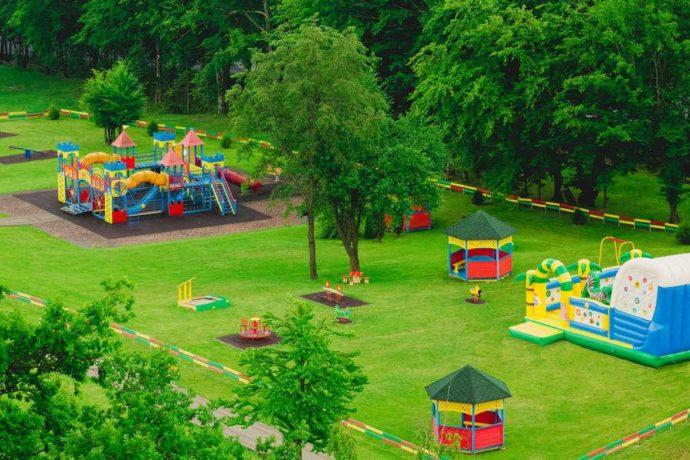 Санаторий Риксос Прикарпатье - детская игровая зона на територии