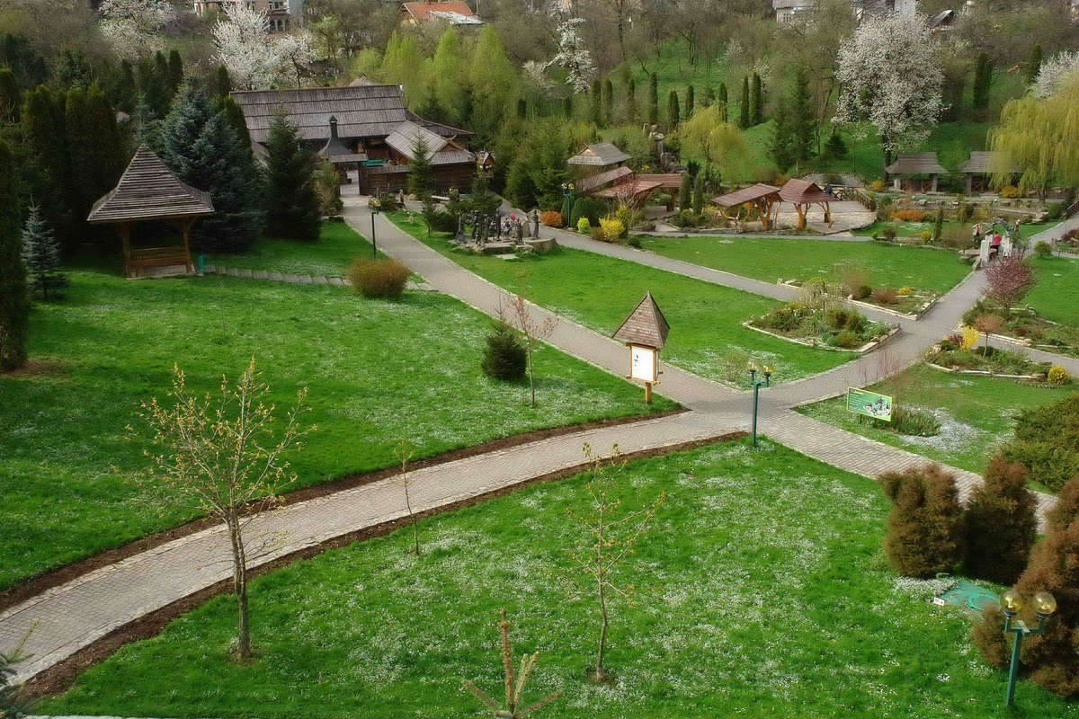 Територия санатория Карпаты в Трускавце